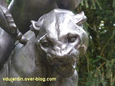 Poitiers, parc de Blossac, amour sur une lionne de Durenne, 4, la tête de la lionne