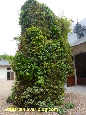 Chaumont-sur-Loire, festival 2011, la spirale végétale de Blanc dans la cour des écuries, 2