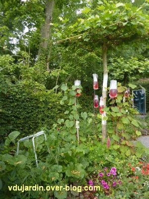 Chaumont-sur-Loire, festival 2011, le jardin n° 11, 2, déambulateur au milieu des plantes