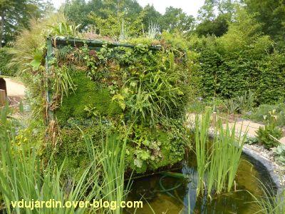 Chaumont-sur-Loire, festival 2011, le jardin n° 8, 4, le cube végétal dans son bassin