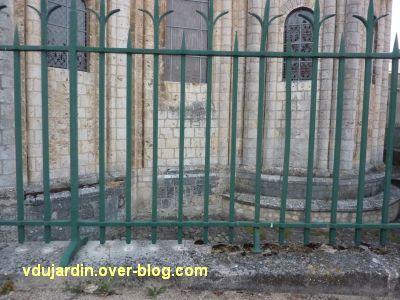 Défi photo, derrière les barreaux à Poitiers, 2, l'église Saint-Hilaire