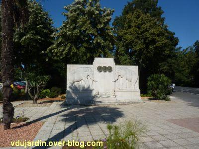 La Rochelle, les pionniers de Côte d'Ivoire, 01, le monument vu de loin