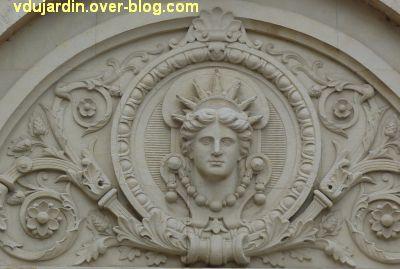 Niort, l'ancienne école d'art, 07, Apollon sur le tympan