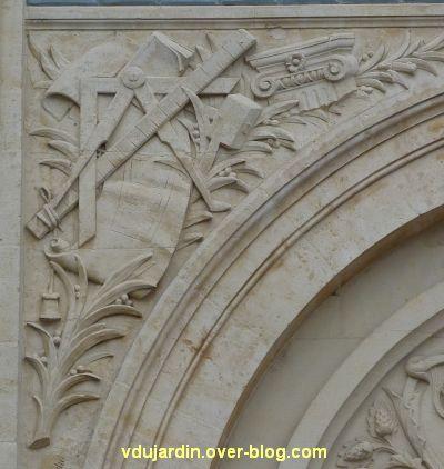 Niort, l'ancienne école d'art, 08, les symboles de la sculpture et de l'architecture