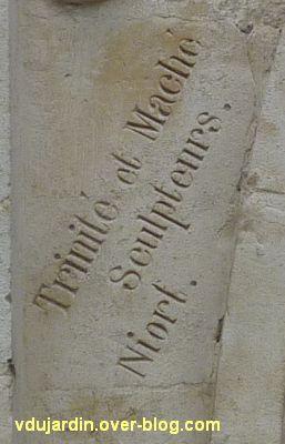 Niort, l'ancienne école d'art, 06, la signature des sculpteurs