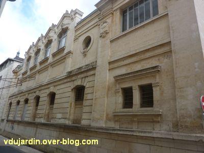 Niort, l'ancienne école d'art, 11, le côté gauche