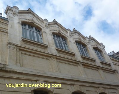Niort, l'ancienne école d'art, 12, les fenêtres sur le côté