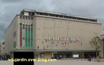 Juillet 2011, art contemporain, 1 la façade du printemps à Poitiers