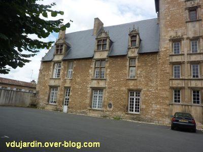Poitiers, l'hôtel d'Estissac, 1, l'aile gauche