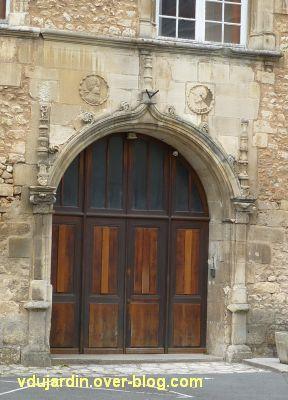 Poitiers, l'hôtel d'Estissac, 5, le porche