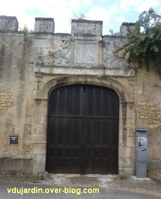 Poitiers, l'hôtel d'Estissac, 10, le portail au chevet de Saint-Hilaire