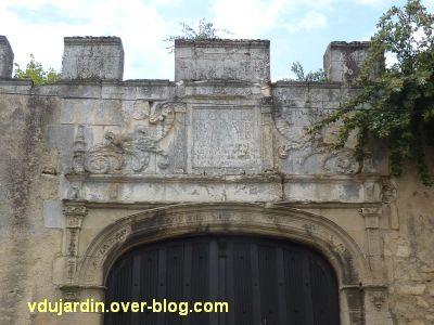 Poitiers, l'hôtel d'Estissac, 11, la sculpture du portail