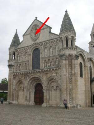 Façade de la collégiale Notre-Dame-la-Grande de Poitiers, position du Christ en gloire