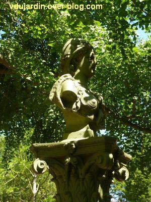 Tours, parc Mirabeau, la fontaine inaugurale, 4, le buste de Marianne, côté droit