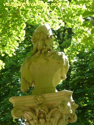 Tours, parc Mirabeau, la fontaine inaugurale, 5, le buste de Marianne de dos