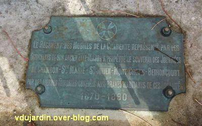 Le monument aux mobiles de la Charente à Angoulême, 3, la plaque du régiment