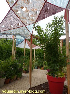 Chaumont-sur-Loire, festival 2011, le jardin 14, 2, un toit en tissu et des pots