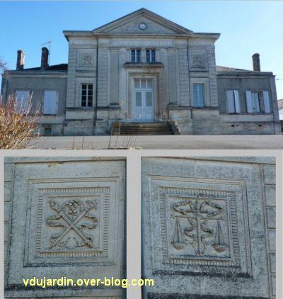 Le palais de justice de Confolens, vue rapprochée et sculptures