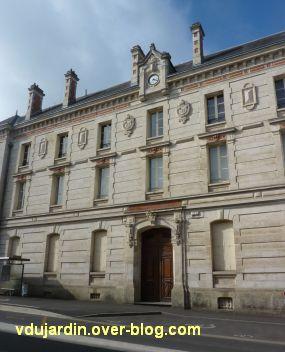 Niort, l'ancien lycée devenu musée d'Agesci, 2, détail de l'ornementation de la façade