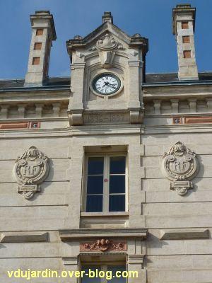 Niort, l'ancien lycée devenu musée d'Agesci, 4, l'horloge et la date