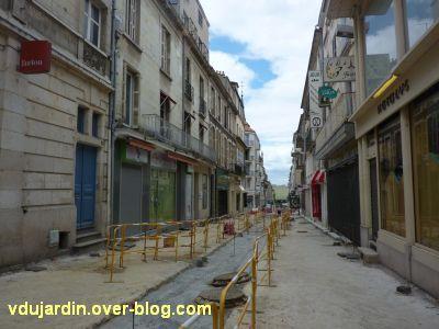 Poitiers, le théâtre et auditorium,2, au fond vu depuis la rue Grimaud