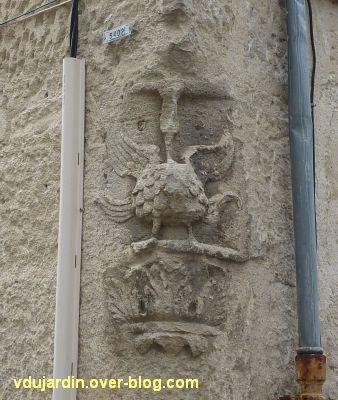 Poitiers, l'enseigne du coq, vue sur l'angle de la maison