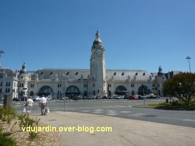 La gare de La Rochelle, 01, la façade sur la place