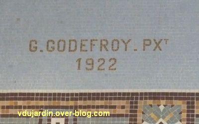 La gare de La Rochelle, 08, la signature Godefroy sous les bateaux