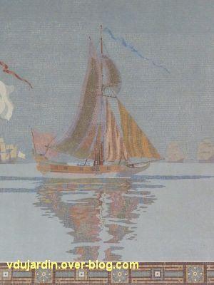 La gare de La Rochelle, 11, mosaïque avec un voilier à droite