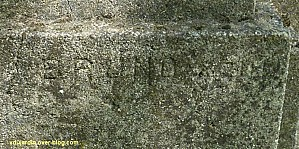 Tours, parc Mirabeau, le monument aux céramistes, 2, la signature de Médéric Bruno