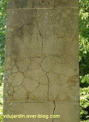 Tours, parc Mirabeau, le monument aux céramistes, 8, la première liste