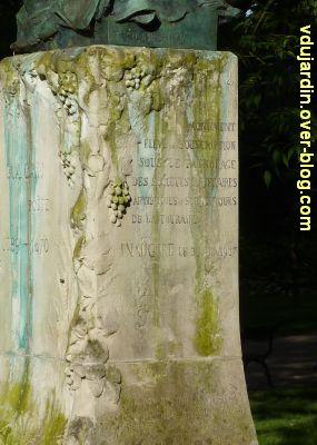 Tours, le buste de Racan par Sicard au jardin des Prébendes, 4, la dédicace