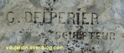 Tours, Ronsard par Delpérier aux jardins d'Oe, 2, la signature Delperier