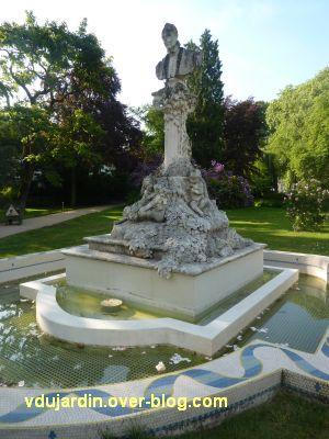 Tours, Ronsard par Delpérier aux jardins d'Oe, 3, vu de près