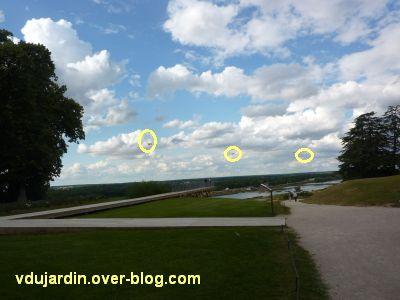 Chaumont-sur-Loire 2011, le parc, Tadashi Kawamata, 3, promontoire avec des avions