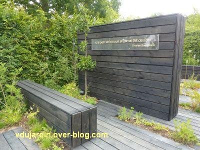Chaumont-sur-Loire, festival 2011, le jardin 22, 2, un mur de bois avec une citation de Beaudelaire