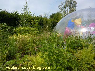 Chaumont-sur-Loire, festival 2011, le jardin 5, 2, la bulle et des plantes