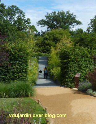 Chaumont-sur-Loire, festival 2011, le jardin 5, 3, par le trou que voit-on?