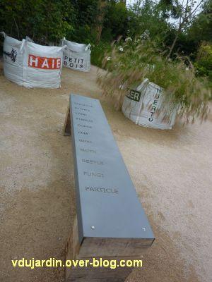Chaumont-sur-Loire, festival 2011, le jardin 20, 2, des sacs avec des écosystèmes