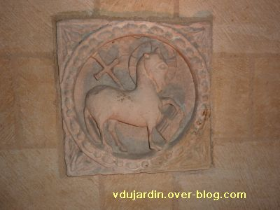 Les reliefs de l'ancienne église Saint-Michel à Confolens, 3, l'Agneau pascal
