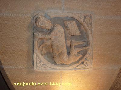 Les reliefs de l'ancienne église Saint-Michel à Confolens, 5, un saint