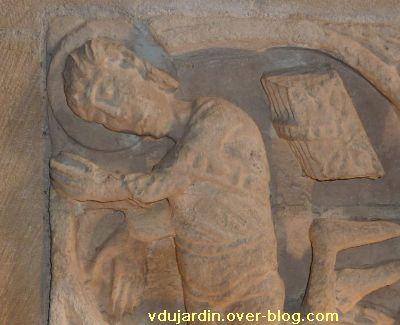 Les reliefs de l'ancienne église Saint-Michel à Confolens, 6, détail du saint