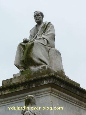 Paris, monument à Pasteur par Falguière, 04, Louis Pasteur assis en haut du monument