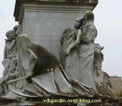 Paris, monument à Pasteur par Falguière, 06, la victoire sur la mort