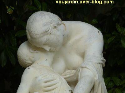 Poitiers, la douleur maternelle par Etex à Blossac, 6, les têtes