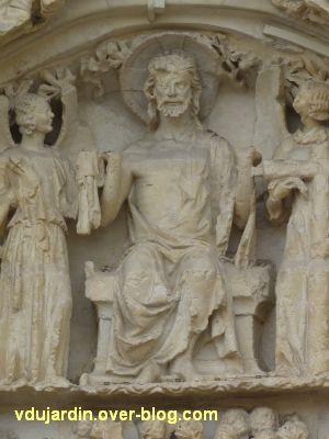 Poitiers, le portail central de la cathédrale, 4, le Christ au centre en haut