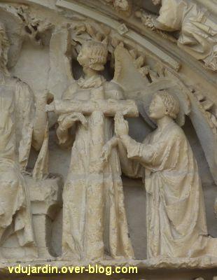 Poitiers, le portail central de la cathédrale, 8, un ange et un saint en haut à droite