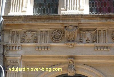 Poitiers, l'hôtel Pelisson, 03, la frise du rez-de-chaussée