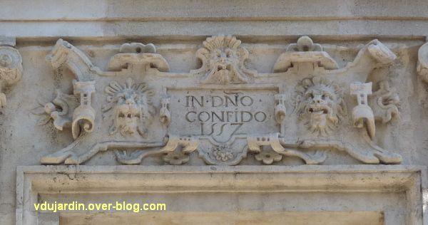 Poitiers, l'hôtel Pelisson, 09, linteau de la cinquième fenêtre du premier étage