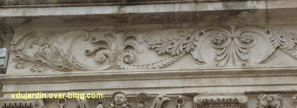 Poitiers, l'hôtel Pelisson, 11, la frise de l'étage